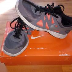 Adidasi Nike Revolution 2 - Adidasi barbati Nike, Marime: 40, Culoare: Gri