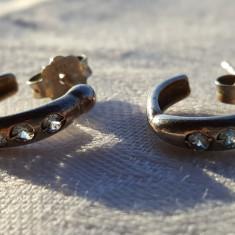 Cercei argint semirotunzi cu 3 pietricele albastru deschis Finuti Delicati
