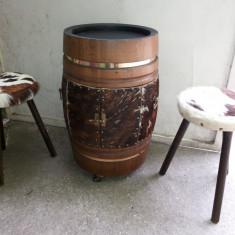 Butoi-bar, vechi, belgian, din lemn, masiv, cu doua scaune, tapitate cu blana, natural - Suport sticla vin