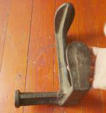 Scule / unelte vechi ---- Nicovala veche pentru cizmarie / cal / calapod !!!