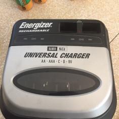 Incarcator universal Energizer BC-5HU NiMH /NiCd + 16 acumulatori