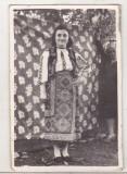 bnk foto - Femeie in haine populare - anii `50