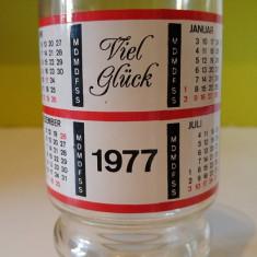 Pahar vechi / halba cu calendar 1977 si urare in germana Viel Gluck, 14cm inalt