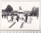 Bnk foto - Paulesti Prahova - Monumentul - comemorare in anii `70, Alb-Negru, Cladiri, Romania de la 1950
