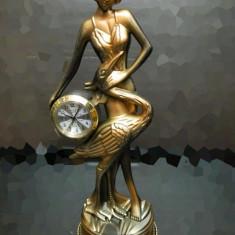Statuie Femeie cu ceas - Bibelou