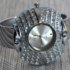 Ceas de dama bratara QUARTZ curea din inox - Ceas dama Geneva, Fashion, Analog