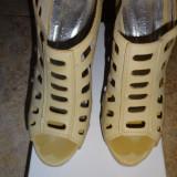Sandale bej marimea 38