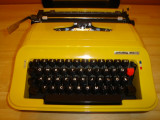 Masina de scris PRIVILEG 350 T(lipsa 2 piulite de fixare a benzii de scris)