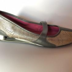 Balerini Nike Shox Originali Mărimea 37, 5 Din Piele, Noi in Cutie, Gri, Gen Sarpe - Balerini dama