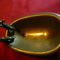 Miniatura veche - Cada de baie, bronz, inc.sec.XX L= 16 cm Anglia - Metal/Fonta