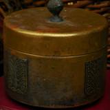 BOMBONIERĂ CONFECȚIONATĂ DIN ALAMĂ CU DECORAȚIUNI, FOARTE VECHE - ANII 1900! - Metal/Fonta, Vase