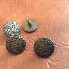 Lot 4 bucati - nasturi din metal model deosebit !