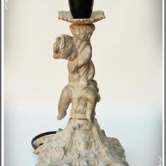 VEIOZĂ / LAMPĂ ELECTRICĂ VECHE DE NOPTIERĂ - STATUETĂ BĂIEȚEL - ALUMINIU TURNAT!, Lampi