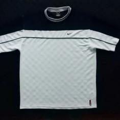 Tricou Nike. Marime XL (56/58): 61 cm bust, 77 cm lungime, 52 cm intre umeri. - Tricou barbati, Culoare: Din imagine, Maneca scurta