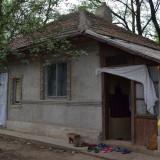 Casa de vanzare cu teren de 2300mp, 50 mp, Numar camere: 3