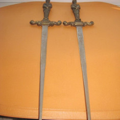 Sabii mici panoplie pereche cu manere militar epoca bronz. Stare buna.