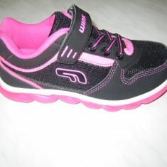 Pantofi sport fetite cu luminite WINK;cod FV6018-4;marime:26-31 - Adidasi copii Wink, Marime: 27, 28, 29, 30, Culoare: Negru, Fete, Piele sintetica