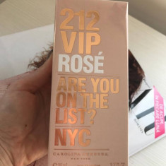 Apa de parfum dama Carolina Herrera 212 VIP Rose - made in Spain, 80ml - Parfum femeie Carolina Herrera, Fructat