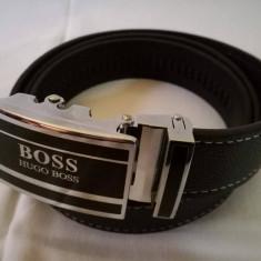 Curea H B negru pentru pantaloni, blugi, cu catarama metalica negru-argintiu, NOU - Curea Barbati Hugo Boss, Marime: Marime universala, curea si catarama