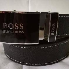 Curea H B negru pentru pantaloni, blugi, cu catarama metalica negru-lucios, NOU - Curea Barbati Hugo Boss, Marime: Marime universala, curea si catarama