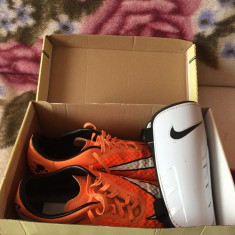Crampoane Nike originale numar 43 si apărători Nike albe - Ghete fotbal Nike, Culoare: Orange