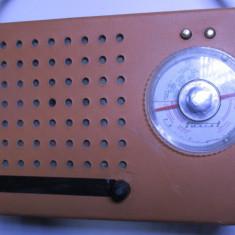 Un radio vechi romanesc electronica de colectie vintage anii 60 Turist - Aparat radio