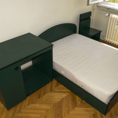 Set pat cu saltea, birou si noptiera copii