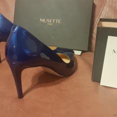 vand pantofi de ocazie, marca Musette, piele lacuita, stare impecabila