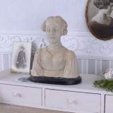 BUSTUL UNEI FEMEI DIN RASINI TVC086