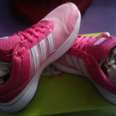 Adidasi de la Adidas