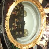 Oglinda foarte eleganta cu o rama sculptata in lemn masiv