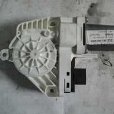 Motoras macara dreapta fata Audi A6 An 2004-2008 cod 4F0959802B - Motoras macara geam