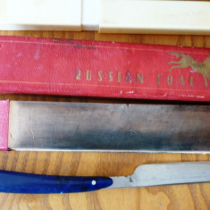 Brici rusesc si curea de ascutit