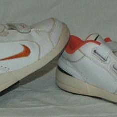 Adidasi copii NIKE - nr 27.5