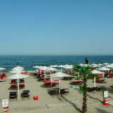 Umbrela de plaja, terasa, gradina stil mediteranean  vs. umbrele stuf