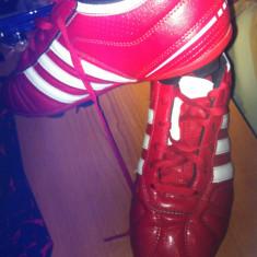 Ghete Adidas Originale AdiQuestra - Ghete fotbal Adidas, Marime: 39, Culoare: Rosu