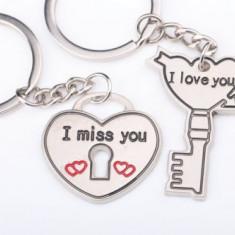 Set Breloc Pentru Cuplu / Indragostiti - I LOVE YOU & I MISS YOU - 2buc/set - Breloc Dama
