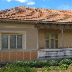 Teren cu casa batraneasca - Casa de vanzare, 150 mp, Numar camere: 4, Suprafata teren: 2300