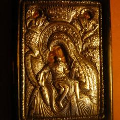 Iconita veche, metal si lemn - Sf.Maria si Iisus, dim. = 6, 5 x9, 5 cm - Icoana din metal