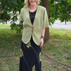 Costum femei de ocazie, pe negru cu imprimeu floral, verde (Culoare: VERDE, Marime: 58) - Costum dama