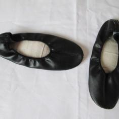 Opinci, opincute, pantofi balet, gimnastica din piele, balerini marime 35 - Balerini copii, Culoare: Negru