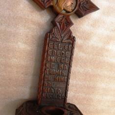 Crucifix masiv din lemn cu suport de candela