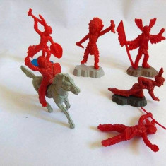 #2 Lot 6 figurine indieni plastic rosu si un cal, cca. 6cm, marcati TEXAS