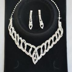 Colier feminin, cu perle albe si cristale argintii (Culoare: ALB) - Colier fashion