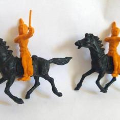 Lot: 2 indieni plastic portocaliu + 2 cai plastic negru, cca. 5cm, marcati TEXAS