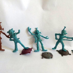 Lot: 4 figurine Space Man (oameni din spatiu) si un steag (TEXAS), plastic