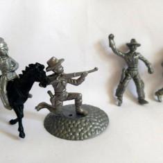 #8 Lot: 3 cowboy+1 indian plastic gri-argintiu si 1 cal, cca. 6cm, marcati TEXAS