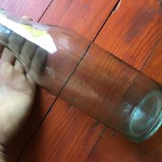 Veche sticla model deosebit asemanator cu sticla de lapte din perioada comunista
