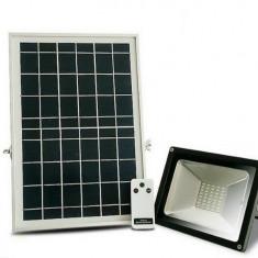 Proiector LED 20 W cu panou solar 10 W senzor lumina telecomanda acumulator
