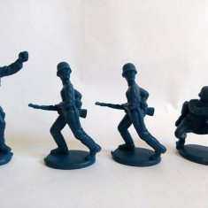 Cumpara ieftin Lot 4 figurine plastic albastru inchis, soldati  colectie